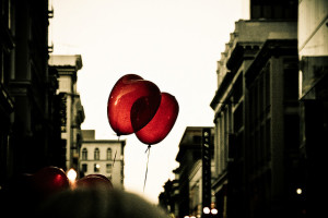 ©Cyril Caton, Heart Balloons, flickr. com