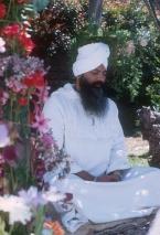 Bild Yogi Bhajan meditiert